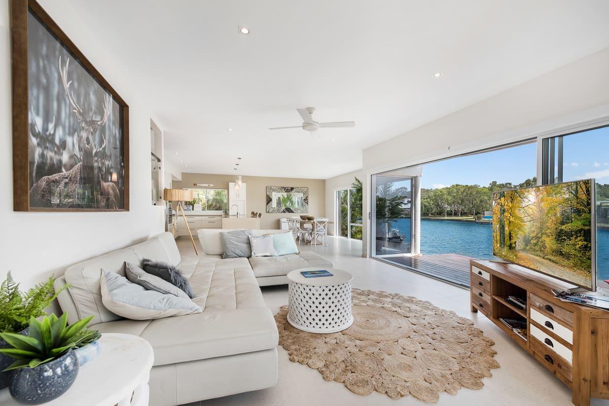Stunning Modern Home, Views over River