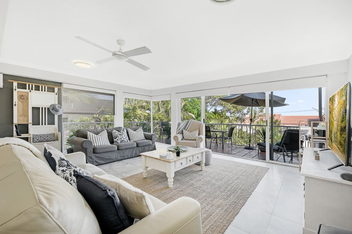 Stay in comfort and style in this centrally located, Hampton style apartment