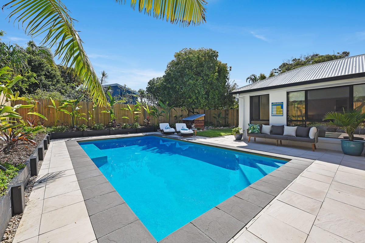Pacific Palms, Delux Blue Pool off Living Area